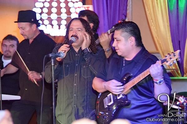 Los Acosta / Performing Live